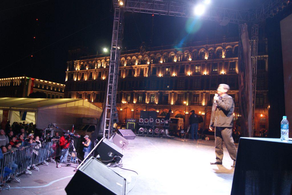 Noche de la Estrellas en el Zócalo de la Ciudad de México. Foto. Enrique Anzures